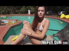 Mofos - Pervs On Patrol - Alex Mae - Hot Teen Spied on by Her Pool