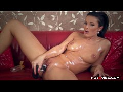 Juicy Pussy Oiled Up MILF