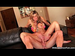 Milf Kristal Summers gets creampied outdoors