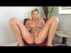Masturbation video of Sophia Lux looks as hot as fuck