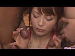 Maomi Nakazawa gives a group a japanese sex blow job - More at Slurpjp.com