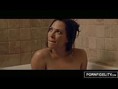 PORNFIDELITY Bath Time Fucking for Lily Love
