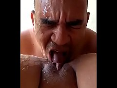 Licking a squirting pussy