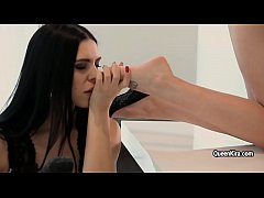 Kira Queen hot lesbian footfetish with skinny Russian babe