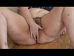 HD BBW puts an apple in her hairy pussy