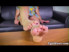 Barefoot tgirl in closeup solo action