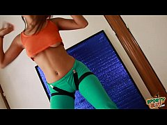 Most Amazing Body Teen Showing Cameltoe in Tight Yoga Pants