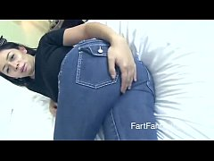 sexy babe sniffs her own farts in jeans