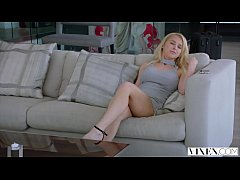 vixen blonde doll fucks on layover