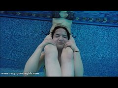 Underwater Girl vs Girl Head Scissors