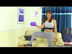HD English milf Lelani gets turned on in fitness outfit