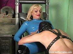 Mistress Kelly latex femdom face sitting