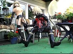 Roxina2009LatexGurlInGarden130909.WMV