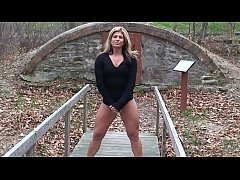 Isabella Luvana crushes PUMPKIN with her thighs