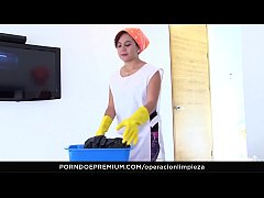 OPERACION LIMPIEZA - Deep hard fucking with hot Latina cleaning lady Rosa Roca