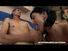 Clip sex Stepdaughter Pleases Stepdaddy To Get What She Wants