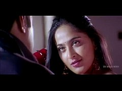Anushka Shetty hot Saree Changing & exposing her body