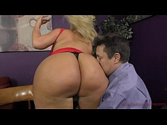 Clip sex The Queen of Ass Takes A New Slave - Julie Cash