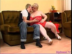 Big breasts babe gets blowjob