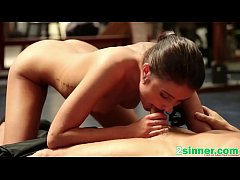 Trainer gets cock pleased by brunette babe in gym
