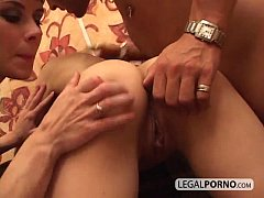 Deep drilling in brunettes pussy