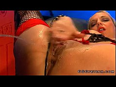 Two babes gives blowjobs on the same huge ...