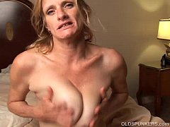 Clip sex Slutty older babe is a super hot fuck and loves facials
