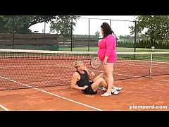 Tennis court affair with a skinny guy licking the pussy of BBW