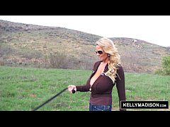 Clip sex KELLY MADISON - Fingering Outdoors