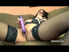 Brunette MILF Lavender Rayne stuffs her twat with a toy