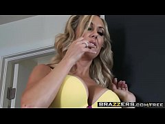 Hot blonde milf (Brandi Love) fucks the delivery boy - Brazzers