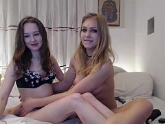 slut siswet19 playing on live webcam  teens playing together