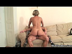 Clip sex Hot mother in law enjoys cock riding