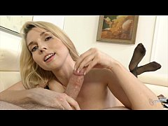 Gold Diggin' Step-Mom Christie Stevens does handjob