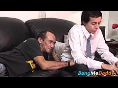 Hairy mature guy hammers a nerdy twink doggy style