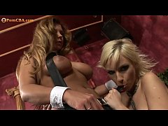 Bust Lesbian Couple playin With big Dildos