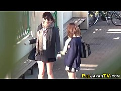 HD Japanese teens urinate
