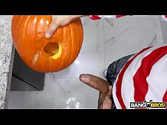 HD BANGBROS - Teen Evelyn Stone Gets A Halloween Treat From Bruno