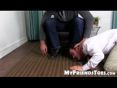 Gorgeous Beau Reed gets the feet licking of his life