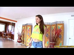 Elektra Rose returns the blowjob favor to her step dad