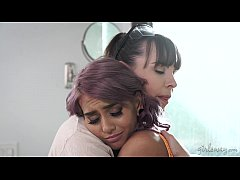 Sad Wife and the Lesbian Female Builder - Janice Griffith, Dana DeArmond