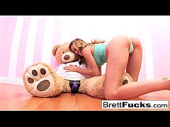 Clip sex Brett Rossi plays with a strap-on dildo