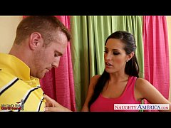 Chesty brunette gf Kortney Kane fucking
