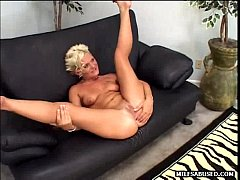 Blonde MILF babe gets her pussy licked