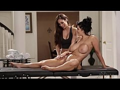 Romi Rain wants her masseuse Reena Sky's pussy