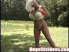 Sarenna Lee exposes her massive boobs on laundry day