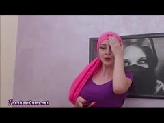 Arab Muslim In Hijab Masturbates On Webcam