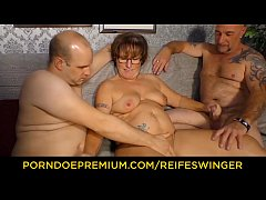 REIFE SWINGER – Chubby mature with glasses trio fucking
