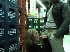 Amateurs Fucking in a Real Market - XVIDEOS.COM