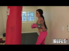 Mofos - Sexy Boxing Chick in Leggins